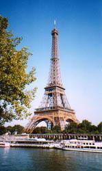 Vista de la Torre Eiffel desde el otro lado del Sena