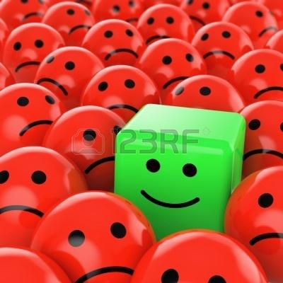 un verde sonriente cubo rojo feliz entre muchos otros sherical triste como concepto para la única diferencia, optimista, positiva, Foto de archivo - 5409379